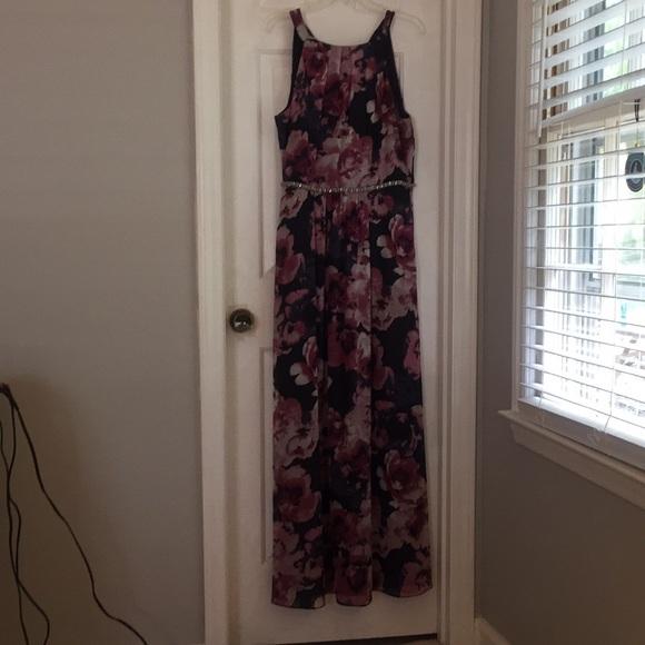SLNY Dresses & Skirts - Long semi formal dress